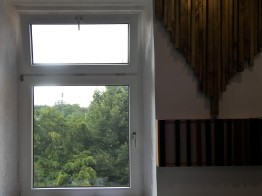 Blick vom Aufnahmeraum über die Dächer von Hanau